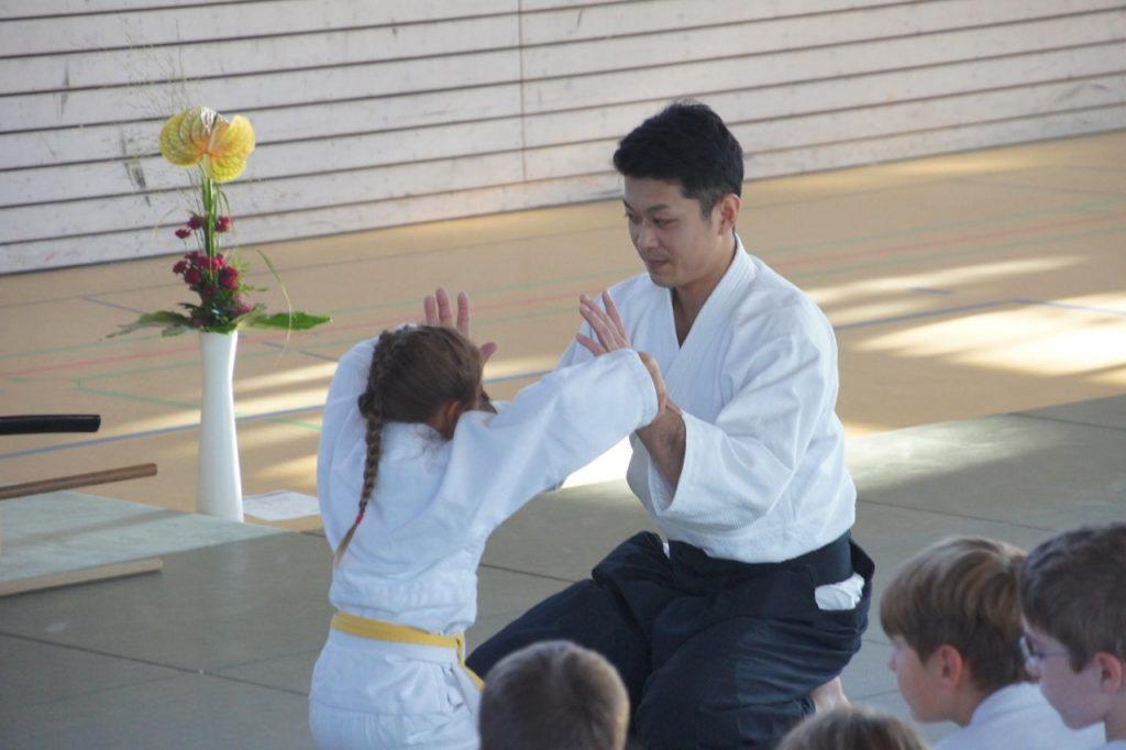 Waka Sensei and Hana Hochwald practice suwari waza kokyu ho.